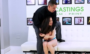 Parcel out wannabe gives her pussy to median casting agent