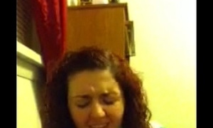 curly hair teen sucks her toes